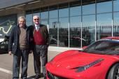 Livio Grassi dell'Autodromo di Modena con Mauro Forghieri: ingegnere e progettista di auto di Formula 1, direttore tecnico della Scuderia Ferrari dal 1962 al 1971 e dal 1973 al 1984. Sotto la sua guida il Cavallino conquistò 4 titoli mondiali piloti e 7 volte il mondiale costruttori. Nel 1987 diventa responsabile tecnico della Lamborghini e nel 1992 direttore tecnico della Bugatti.